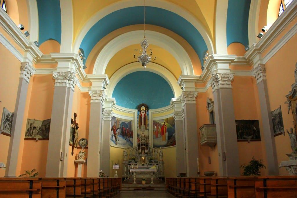 Flotte, og uvanlige veggmalerier i den store St. Martin-kirken