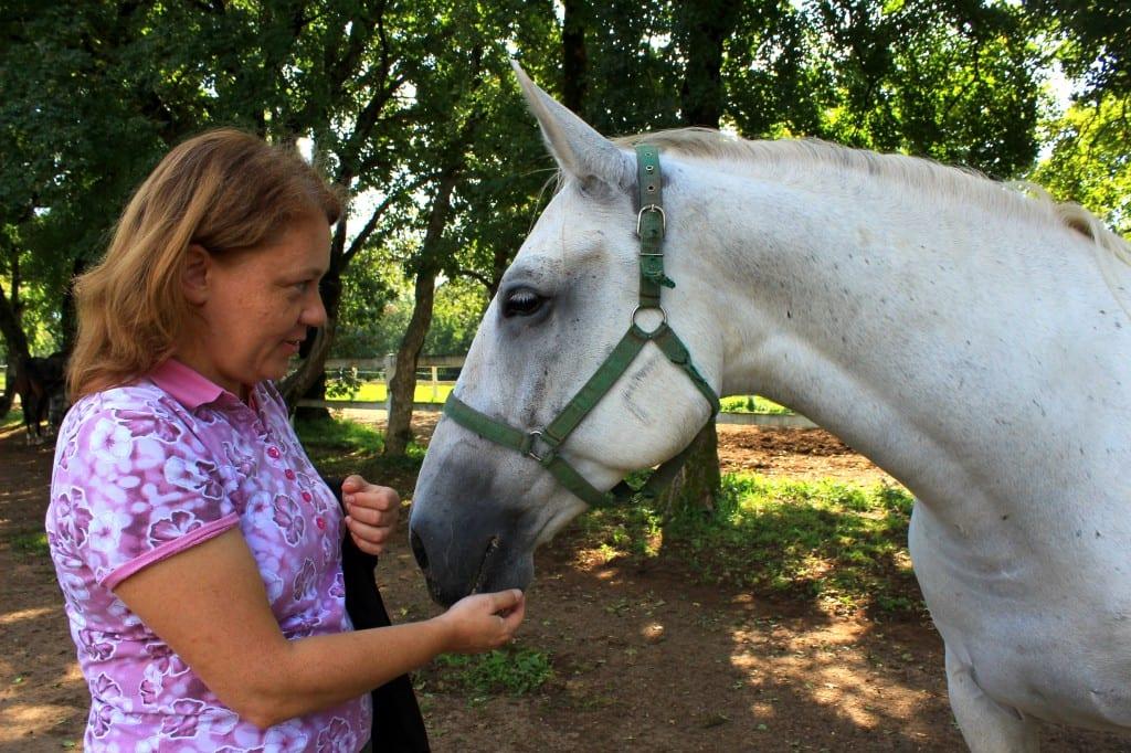 Tina, som viste meg rundt, har tydelig hestetekke!