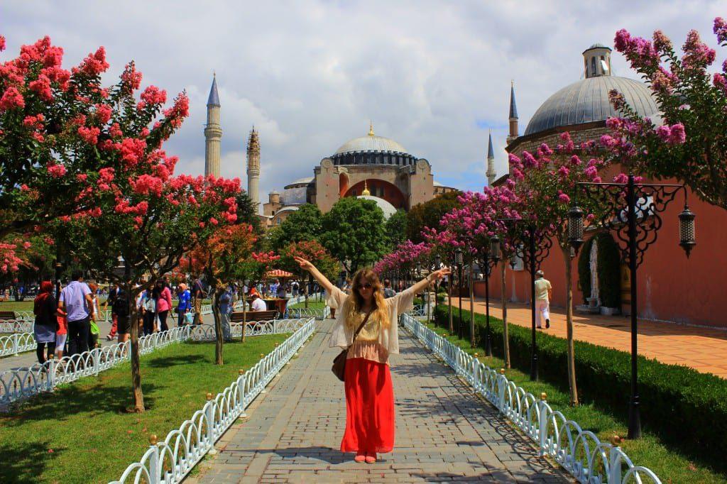 Utenfor vakre Hagia Sofia i Istanbul