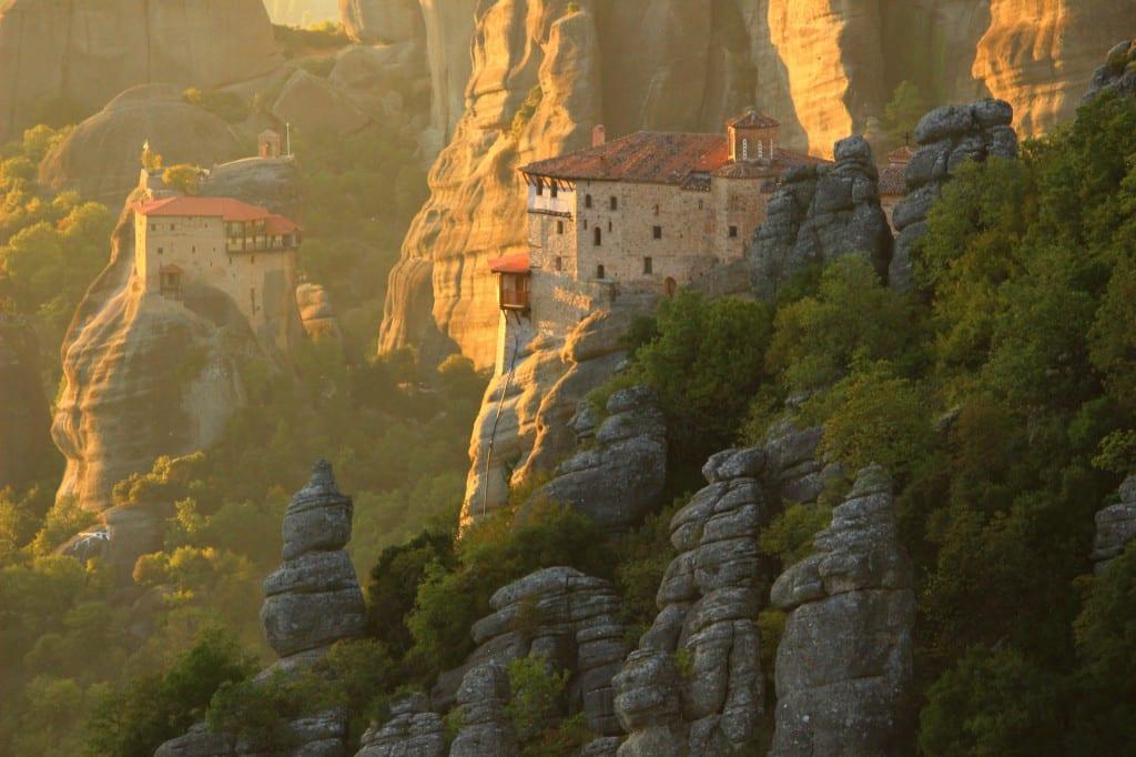 Solnedgang over klippeklosterne i Meteora